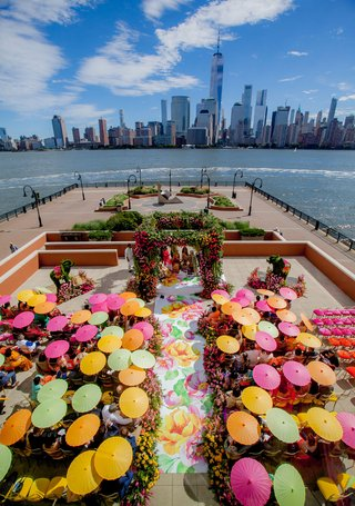 wedding-ceremony-in-new-jersey-with-view-of-new-york-city-skyling-pink-yellow-green-parasols