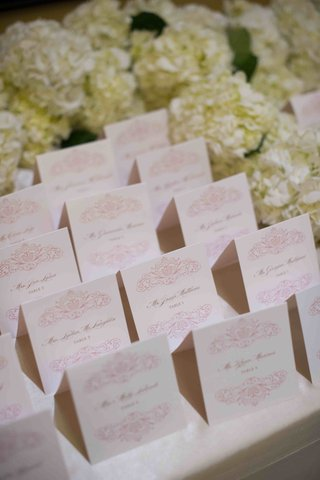 tamra-barneys-wedding-seating-cards-with-pink-design