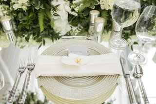 metallic-charger-mirror-top-tablescape-calligraphy-name-card-floral-runner-flower-wedding-reception