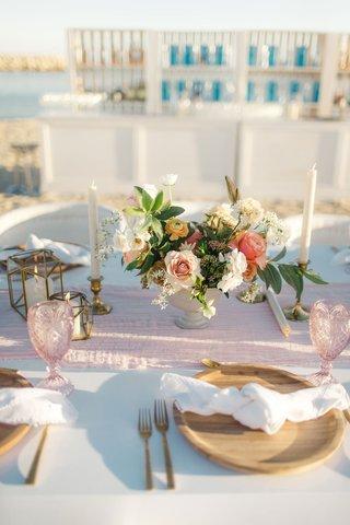 small-flower-arrangements-blush-runner-blush-goblet-wooden-plate