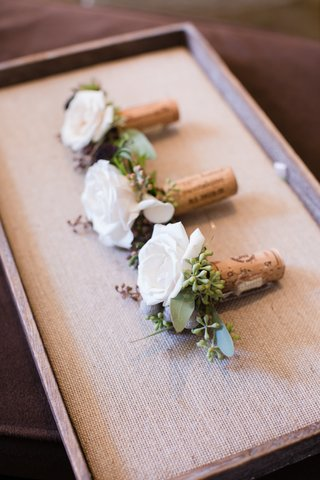 boutonnieres-for-the-best-men-bridesmes-on-wine-corks-with-white-roses