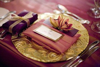 purple-favor-box-on-golden-charger-plate