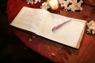 intricate-engraved-pen-on-guestbook-table
