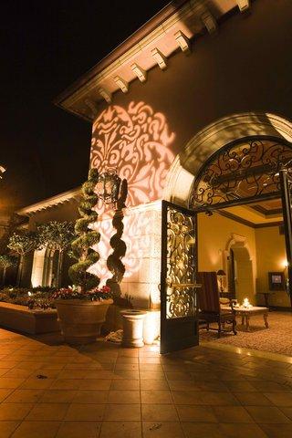 illuminated-wall-and-topiary-at-grand-del-mar