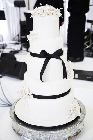 five-tiered-wedding-cake-with-white-flowers-and-black-ribbon