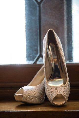jennifer-lopez-peep-toe-pumps-with-crystals