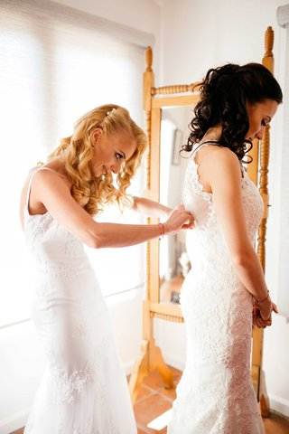 sisters-two-brides-mermaid-wedding-gowns-bride-getting-ready-double-wedding