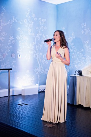 maid-of-honor-in-tan-bhldn-dress-sings-at-reception