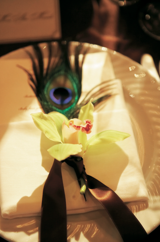 tablescape-with-feathers-and-orchids