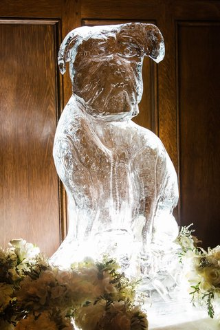 wedding-decor-ice-sculpture-in-shape-of-couple-dog-who-couldnt-attend-wedding