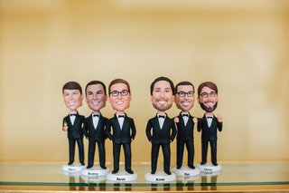 wedding-gift-ideas-for-groomsmen-personalized-customize-bobble-head-dolls-with-names-tuxedos