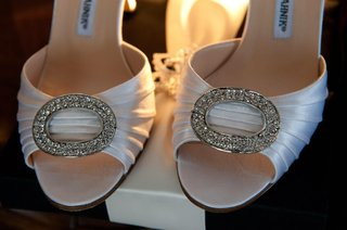 brides-manolo-blahnik-heels-with-a-sparkling-accent