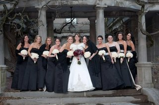 bride-with-bridesmaids-in-strapless-black-gowns-with-white-sashes-and-bouquets