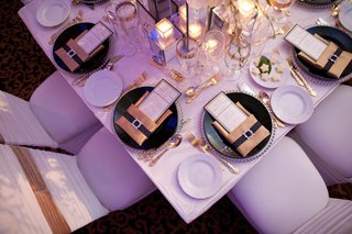 wedding-reception-place-settings-with-silver-beaded-chargers-black-plates-and-gold-napkins