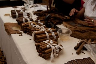 hand-rolled-cigars-at-a-wedding