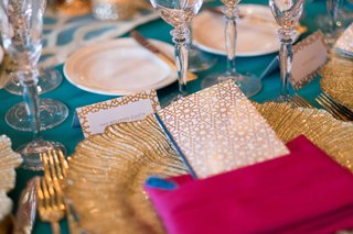 turquoise-gold-pink-tablescape-at-place-setting-leafed-charger-plate-with-geometric-menus
