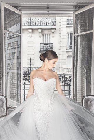 bride-in-lace-leah-da-gloria-gown-with-tulle-overskirt