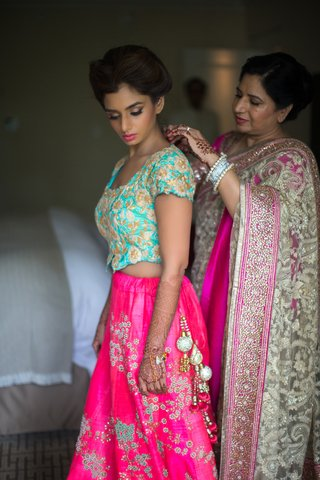 indian-mother-of-the-bride-helps-daughter-get-ready