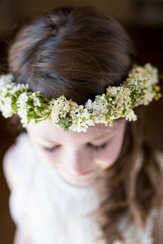 flower-girl-wearing-flower-crown-with-green-white-yellow-flowers-halo-brown-hair