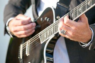 man-playing-electric-guitar-at-vow-renewal-wedding-entertainment-ideas-david-aldo
