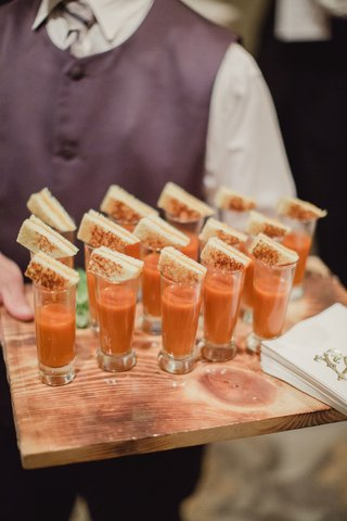 wedding-reception-cocktail-hour-with-tomato-soup-in-shot-glasses-grilled-cheese