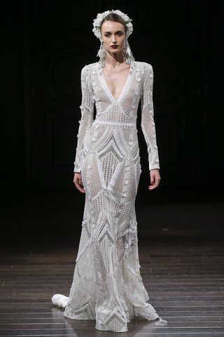 naeem-khan-fall-2018-art-deco-inspired-embroidered-long-sleeve-gown