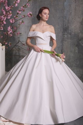 christian-siriano-spring-2018-two-piece-bridal-ball-gown-off-the-shoulder-skirt-chic-modern-style