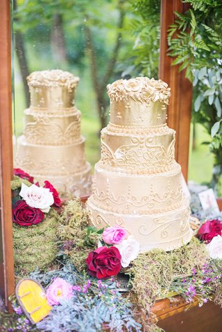 golden-wedding-cake-designs-frosting-mirror-florals-celtic-wedding