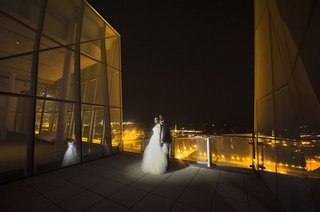 bride-and-groom-on-rooftop-deck-at-night-in-chicago