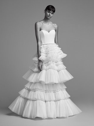 viktor-and-rolf-mariage-fall-winter-2018-wedding-dress-strapless-sweetheart-neckline-gown-layers