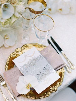wedding-reception-gold-charger-pink-napkin-menu-card-orchid-silver-grey-belly-band-with-calligraphy