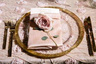 wedding-reception-light-pink-linens-rosette-textured-gold-charger-plate-gold-flatware-pink-rose