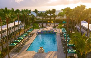 kimptons-surfcomber-miami-south-beach-pool