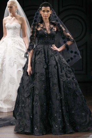 naeem-khan-bridal-spring-2017-havana-black-ball-gown-wedding-dress-flower-details-matching-veil