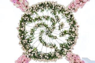 top-of-flower-ceremony-structure-spiral-greenery-white-rose-pink-rose-flowers