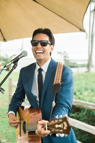 kevin-miso-guitarist-entertainment-for-hawaii-destination-wedding-montage-kapalua-bay