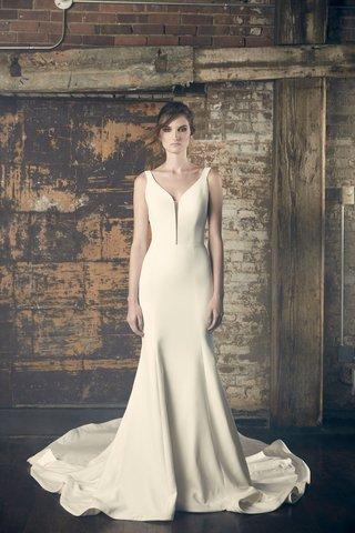 sareh-nouri-fall-2018-wedding-dress-eve-trumpet-gown-fit-flare-slight-deep-plunging-neckline-v-neck