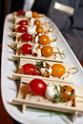 wedding-appetizer-on-wood-display-with-cherry-tomato-and-mozzarella