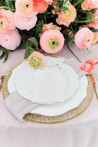 wedding-reception-menu-placed-on-top-of-china-blush-napkin-and-gold-charger