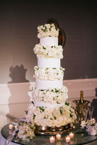 tall-white-wedding-cake-round-tiers-with-layers-of-roses-ivory-in-between-garden-rose-candles