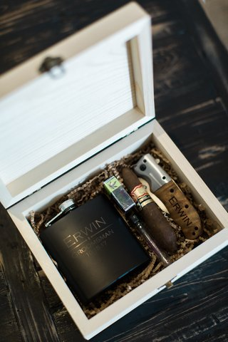 groomsmen-gift-ideas-wooden-box-with-flask-cigar-and-cigar-cutter