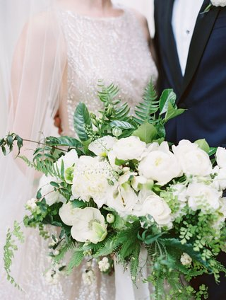 wedding-bouquet-white-flowers-anemone-peony-rose-ranunculus-greenery-ferns-leaves-organic