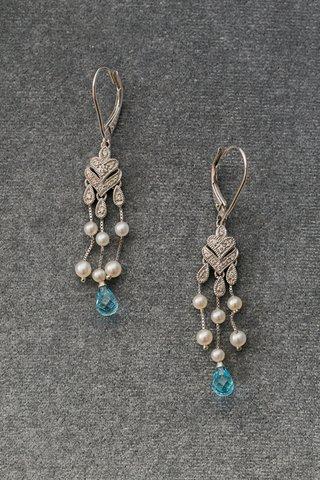 diamond-chandelier-earrings-with-light-blue-stone