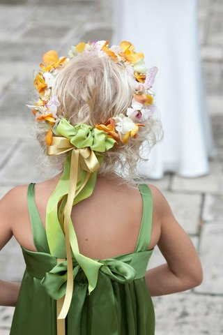back-of-flower-girls-head-with-flower-crown