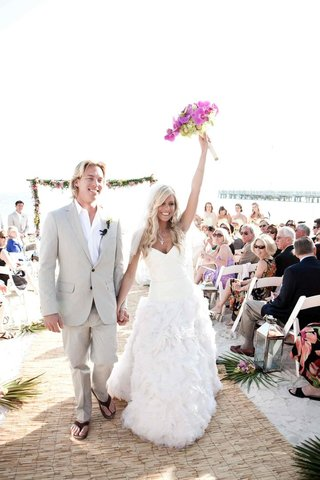 wedding-on-sand-and-groom-in-flip-flops