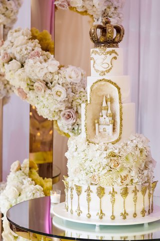 white-gold-wedding-cake-castle-gold-ornate-details-geode-element-with-castle-sculpture-crown-topper
