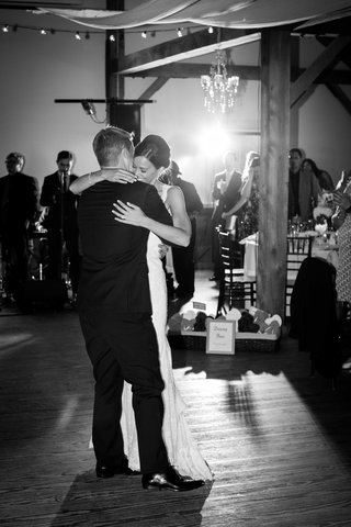 black-and-white-photo-of-couple-first-dance-rustic-reception-vermont-wedding