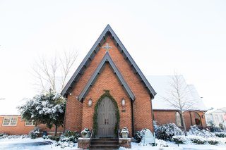 brick-church-with-steeple-snow-covered-church-winter-wedding