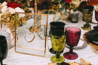 wedding-reception-marble-table-colorful-goblet-glassware-gold-rim-glass-table-number-calligraphy