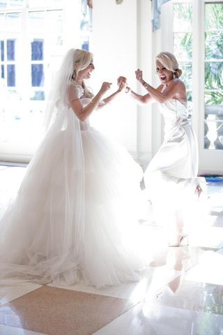 bride-and-mother-of-bride-dancing-at-the-breakers